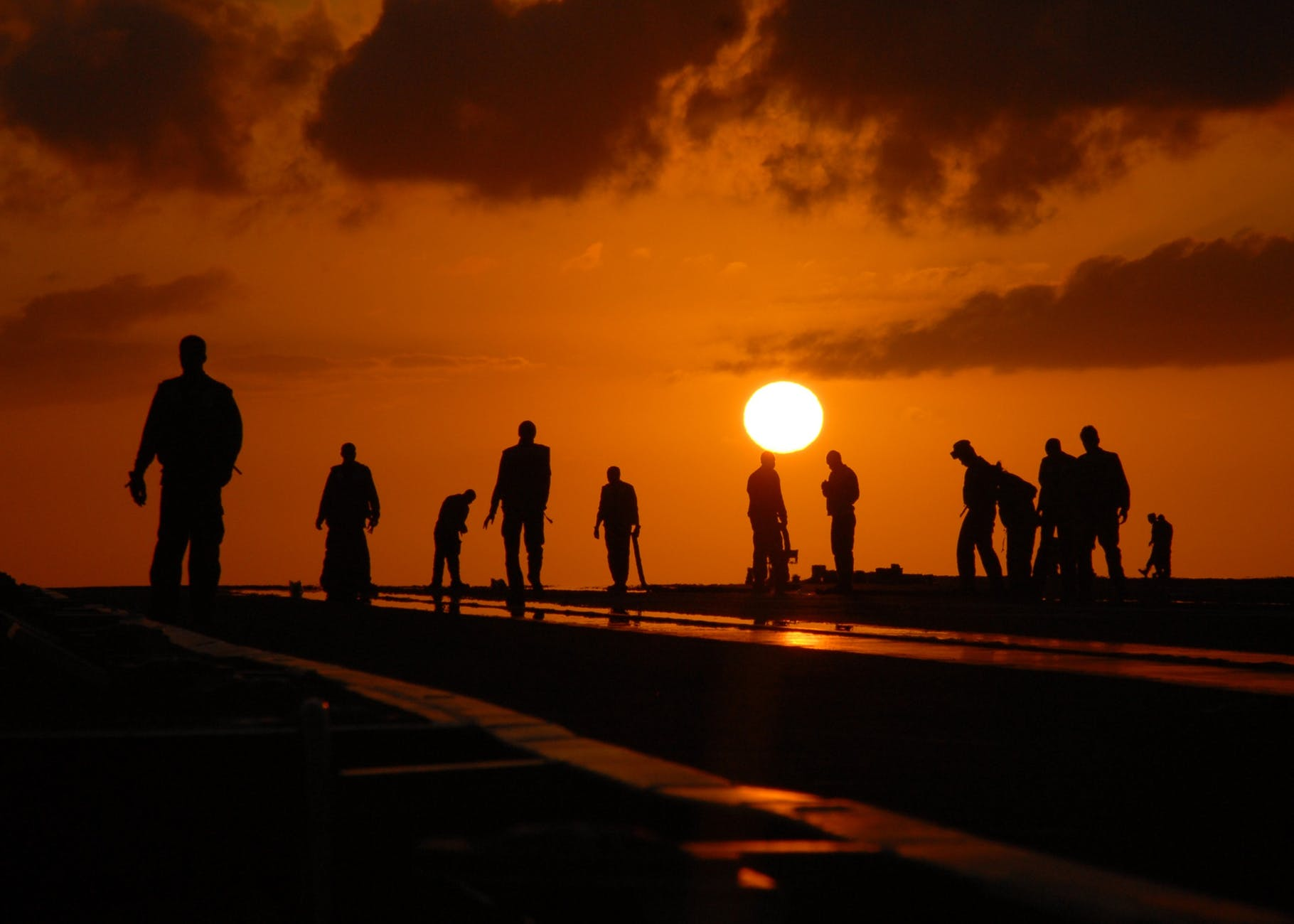 silhouettes-people-worker-dusk-40723.jpeg